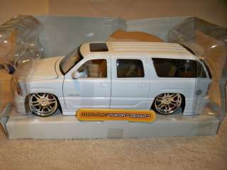 24 DUB CITY BRIGHT WHITE 2002 GMC YUKON DENALI USED IN BOX