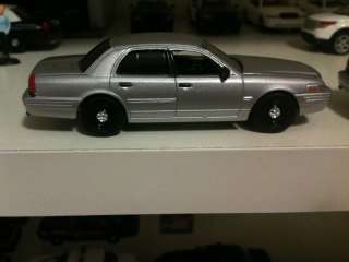 Greenlight Ford Crown Vic Silver Unmarked Police Lieutenent Cruiser 1